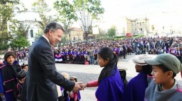 El Presidente Juan Manuel Santos recibió la visita de más de 2.000 indígenas, quienes le ofrecieron su total apoyo para sacar adelante los acuerdos de paz.