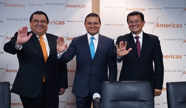 SHM50. WASHINGTON (DC, EE.UU.), 16/03/2015.- (De izquierda a derecha.) Los cancilleres de Honduras, Arturo Corrales; de Guatemala, Carlos Morales; y de El Salvador Hugo Martínez saludan durante una reunión de cancilleres hoy, lunes 16 de marzo 2015, en Washington DC (EE.UU.). El Salvador, Guatemala y Honduras plantearon hoy al Gobierno su visión sobre la Alianza para la Prosperidad y esperan que las líneas maestras de este plan para promover el desarrollo de Centroamérica estén definidas para antes de la próxima Cumbre de las Américas. Cinco meses después de la presentación de la propuesta en Washington, el plan para potenciar el desarrollo económico de centroamérica y frenar la inmigración ilegal a Estados Unidos podría conocerse antes de la gran cita continental, que se celebra dentro de un mes en Panamá. EFE/Lenin Nolly