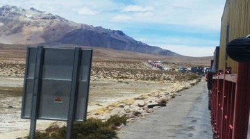 Chungara-vehiculos-transporte-boliviana-parados-frontera-Chile_LRZIMA20161027_0062_11