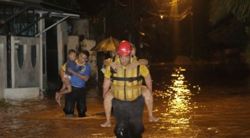 Evacuados-barrio-Limoncito-madrugada-viernes_LNCIMA20161125_0062_5