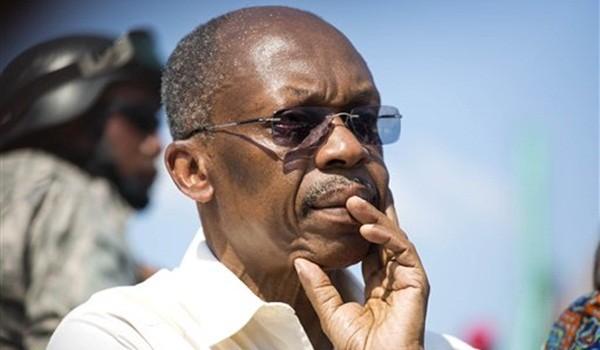 En esta imagen del 21 de septiembre de 2016, el expresidente de Haití Jean-Bertrand Aristide tras hablar a simpatizantes en un acto de campaña para la candidata a la presidencia Maryse Narcysse, del partido político Fanmi Lavalas, en Puerto Príncipe, Haití. (AP Foto/Dieu Nalio Chery)