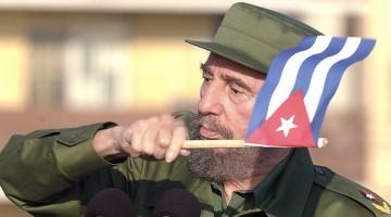 Marcha combatiente por el Malecón y frente a la oficina de intereses de EEUU en Cuba en protesta por las medidas que quiere imponer George W. Busch a Cuba para la transcición a la democracia. La misma estuvo presidida por el Comandante en Jefe Fidel Castro Ruz y también participó el genewral de ejército Raúl Castro Ruz. (foto:Juvenal Balán) 14.05.04 SINA01N0
