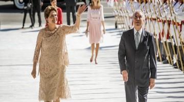 1jan2015---a-presidente-da-republica-reeleita-dilma-rousseff-ao-lado-do-vice-presidente-michel-temer-pmdb-durante-cerimonia-de-posse-no-palacio-do-planalto-em-brasilia-1471293342009_615x300