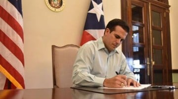 rossello-firma-ley-suminist