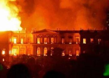 museo en llamas