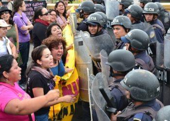 violencia represión mujeres