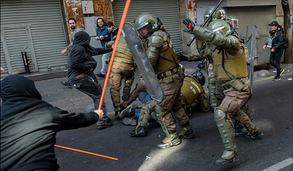 AFP - Los Carabineros se están militarizando, advierte el informe del CELS.