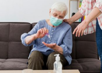 adultos mayores vejez cuidados