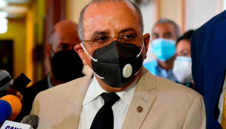 República Dominicana | Luis Abinader destituye al ministro de Salud Plutarco Arias