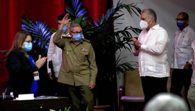Cuba, el congreso del Partido y más continuidad – Por Leonardo Padura