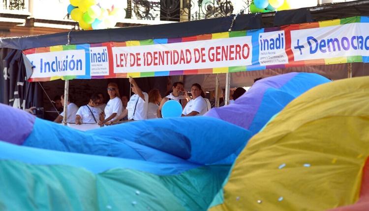 https://www.nodal.am/wp-content/uploads/2021/07/ley-de-identidad-de-genero-argentina.jpg